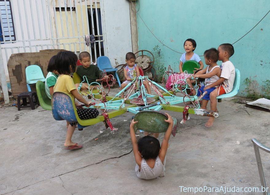 Cenas de nosso voluntariado no Vietnã