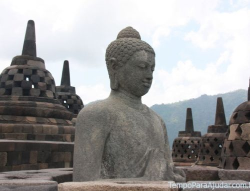 Templos e praias na Indonésia