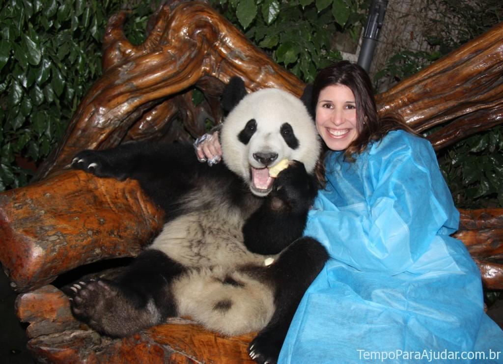 Mila com urso panda