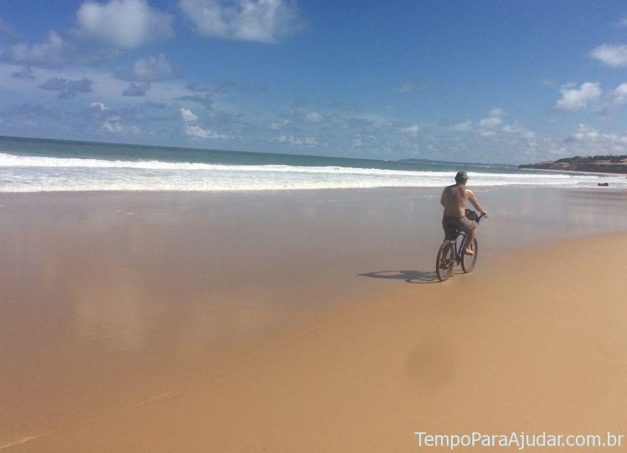 De bike na Praia das Minas