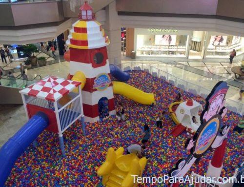 Piscina de bolinhas gigante: diversão garantida para a criançada