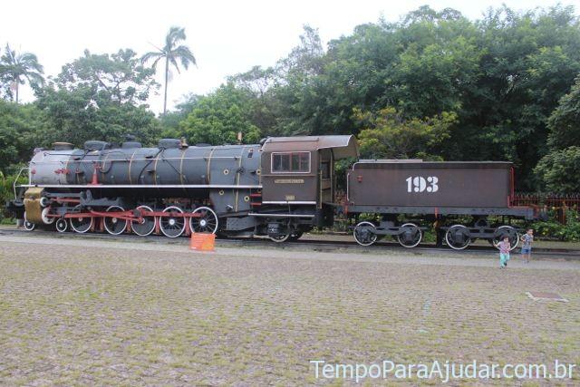 Trem na parte externa