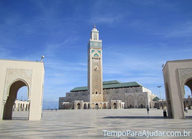 Vista da Mesquita Hassan II com museu na frente