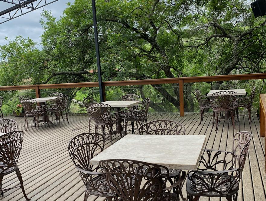 Deck bar do Hotel Estância Atibainha